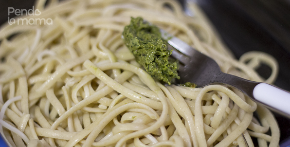 meanwhile the pasta should be ready. Drain it and mix it with your desired amount of pesto. Toss it till it's evenly coated