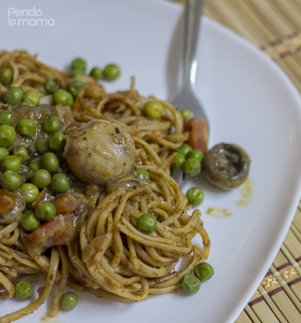 serve the pasta on a plate, top with the creamy mushroom sauce and sprinkle some peas for colour